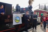 Slavnostní křest nové Turistické známky před lokomotivou U46.002.