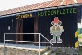 Původní dřevěné skladiště v Osoblaze bylo za pomoci Osoblažského cechu opraveno a nově slouží návštěvníkům parních vlaků a nese příhodné jméno Čekárna u Hotzenplotze