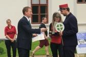 Slavnostní předání certifikátu na nádvoří zámku v Zábřehu na Moravě.