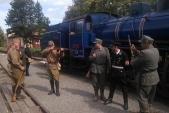 Uniformy tří armád u parního vlaku v Osoblaze