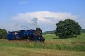 U57.001 při své první strojní jízdě z Třemešné do Osoblahy nedaleko nejvyššího bodu mezi Třemešnou a Liptaní v neděli 19.7.2016.