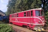 Vytahování parní lokomotivy U57.001 motorovou 705 914 před zátopem v Osoblaze v pátek 24.7.2016.