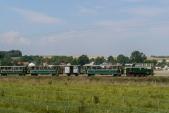 Motorový výletní vlak SZD vjíždí do Bohušova