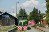 Stanice Osoblaha s motorovými lokomotivami TU38.001 a 705 913