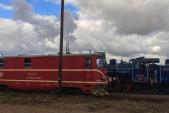 Netradiční křižování vlaků s lokomotivami U57.001 a 705 913 v Bohušově.