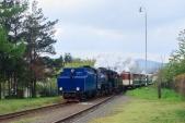 Slavnostní parní vlak vjíždí do Liptaně.