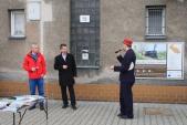 """Po 10:30 se na nádraží v Třemešné symbolicky zahájila """"oplatková soutěž"""" za účasti místostarosty Krnova a výkonného manažera Destinačního managementu turistické oblasti Jeseníky."""