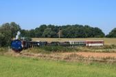 Parní vlak v jednom z mnoha oblouků mezi Horními Povelicemi a Amalínem.
