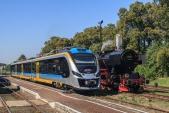 Dvě největší lákadla letošního Pikniku kolejowego - elektrická jednotka Impuls EN63-027 a parní lokomotiva Ty42-24.