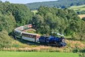 Nejmenší a nejfotografovanější oblouk na trati s nezvykle dlouhou soupravou parního vlaku.