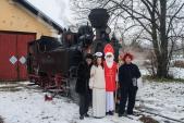 Mikulášova družina s lokomotivou Rešica U46.002 v Osoblažském depu.