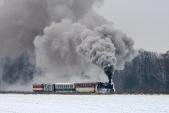 Mikulášský parní vlak stoupá z Koberna do Slezských Rudoltic.