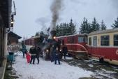 Mikulášský parní vlak odjíždí z Osoblahy o hodinu dříve než ostatní parní vlaky. Křižování s pravidelným vlakem Českých drah se tak odehrává až v Liptani.