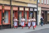 Skupina místních žen, které obnovují staré tradice se toho dne představila v původních osoblažských krojích.