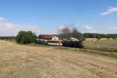 Sobotní parní vlak opouští Slezské Rudoltice.