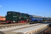 Parní vlak z Ostravy v čele s lokomotivou 464.202 přijíždí do Krnova.