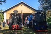 Parní lokomotivy U46.002 a U57.001 před výtopnou v Osoblaze, kde se chystaly na svou zpáteční cestu.
