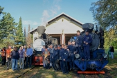 Toho dne se na Osoblažce snad poprvé objevili všichni pracovníci Slezských zemských drah. Převážná většina kolegů se společně vyfotila před svými lokomotivami  v Osoblaze. Na snímku chybí jen pár jedinců, kteří měli povinnosti v Třemešné nebo Slezských Rudolticích.