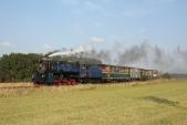 Druhý parní vlak z Osoblahy do Třemešné v čele s Malým štokrem za Amalínem.