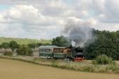 U46.002 se dvěma vagónky peláší z Horních Povelic do Amalína.