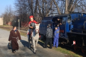 Sv. Martin přijíždí na bílem koni na nádraží v Třemešné.