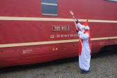Poté Mikuláš požehnal i poslední provozní lokomotivě Českých drah. :-)
