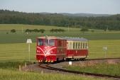 18.5.2012, lokomotiva má před sebou poslední 4 měsíce provozu. Zde vjíždí s rekonstruovaným vozem Btu 901 do Slezských Rudoltic.