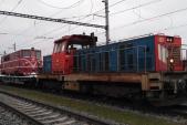 Převoz lokomotivy  705 917 do Bohumína zajišťoval stroj 714 203. Zachycen je při zastavení ve stanici Opava východ. 13.12.2018.