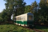 Vůz Balm/ú 658 právě sjel z transportního vagónu na koleje Osoblažky. Třemešná ve Slezsku, 12.9.2015.