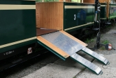 vyklopená plošina pro imobilní cestující na výletním voze Ca/ú 33