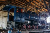 Pohled na zaizolovanou lokomotivu. Následovat bude instalace parních, vzduchových a elektrických vedení a dosazení dalších potřebných zařízení.