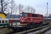 705 917 na transportním vagónu čeká na svůj odvoz do Bohumína.
