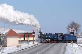 přejezd s lokomotivou U57.001
